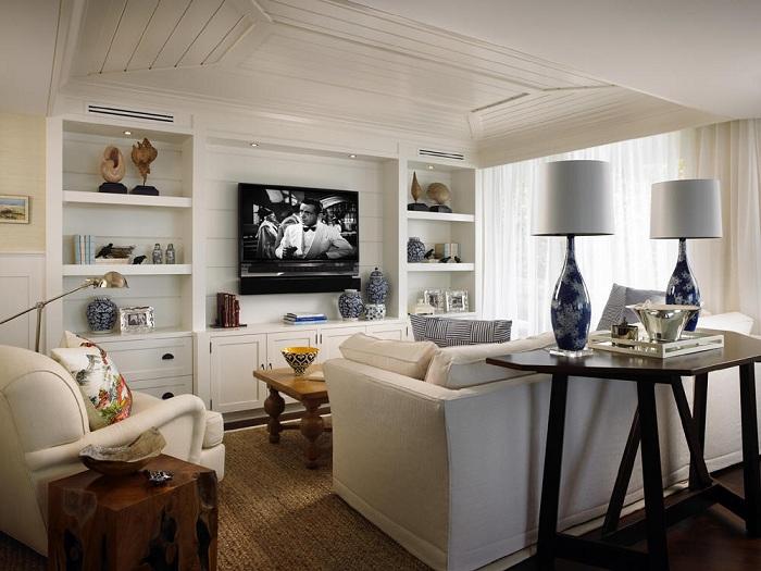 Классическая белая гостиная.