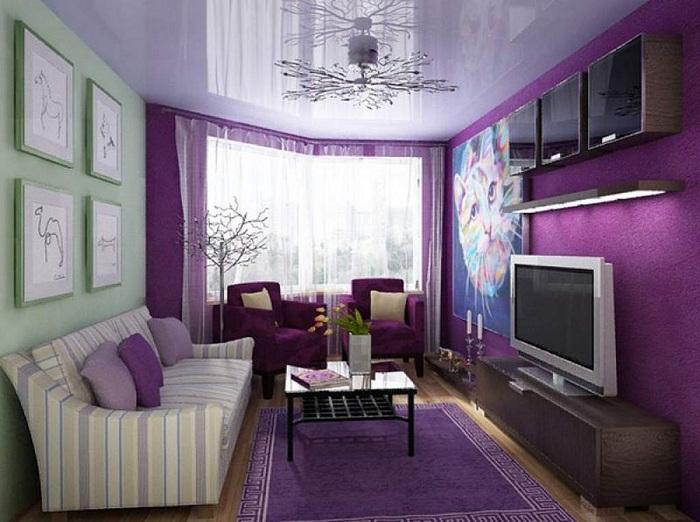 Смелое цветовое решение для небольшой гостиной.