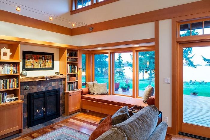 Укромное место window seat специально для приятного времяпровождения.