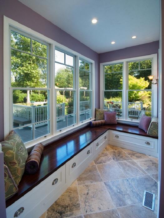 Лоджия по всему своему периметру оформлена удобными window seat - для еще большего комфорта.