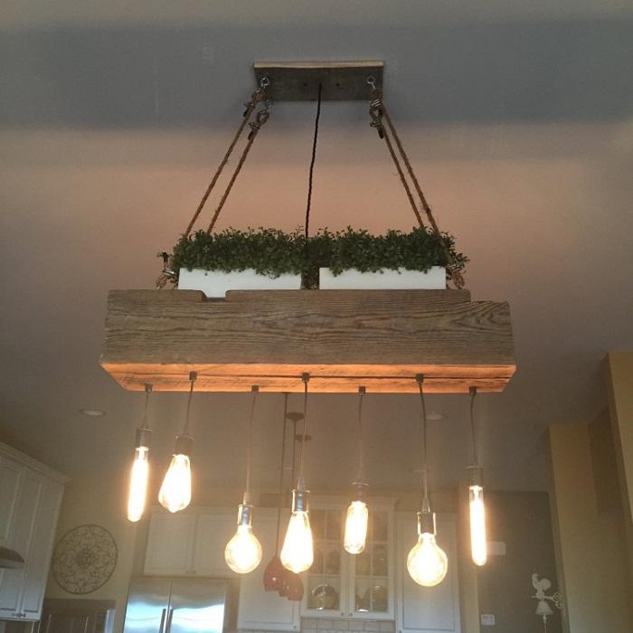 Яркий вариант украсить интерьер - использовать такую нестандартную лампу.