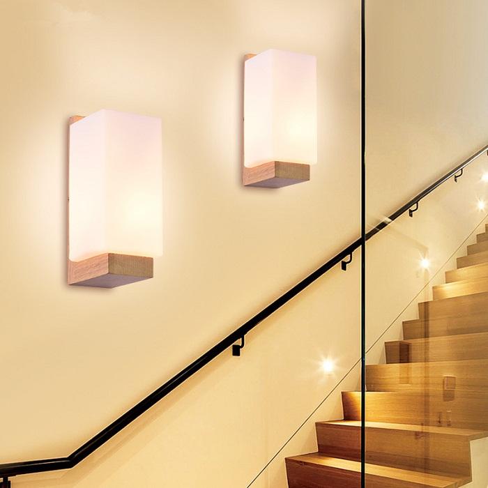 Позитивное настроение возможно создать благодаря ярким и солнечным настенным лампам.
