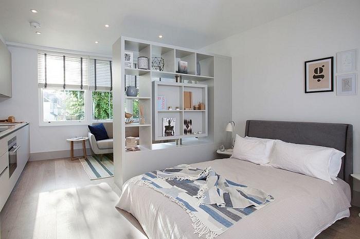 Самый лучший вариант поставить стенку в комнате, которая станет благополучной перегородкой.