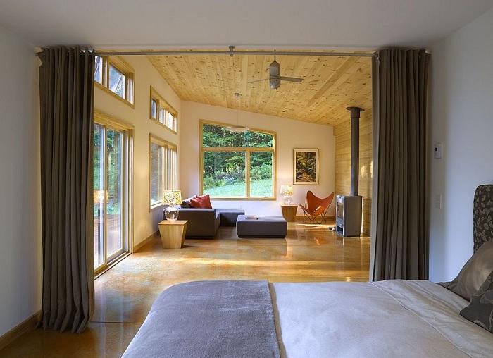 Хороший вариант создать перегородку благодаря размещению в комнате шторы, которая понравится и украсит интерьер.