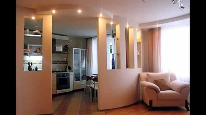 Интересный интерьер, который станет просто оптимальным вариантом для оформления такого плана комнаты.