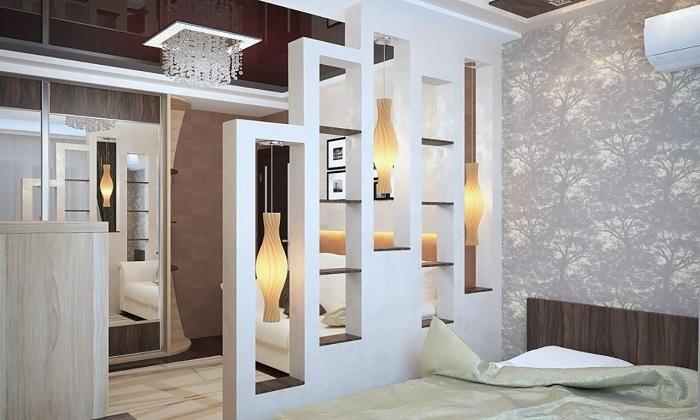 Красивый вариант создать просто оригинальный и интересный интерьер благодаря такой интересной стенке с подсветкой.