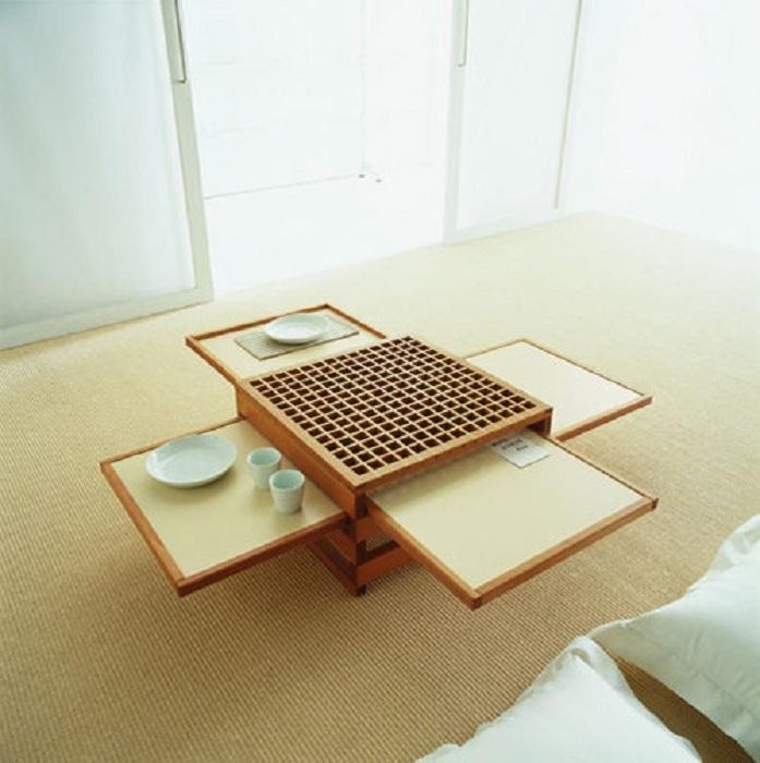 На первый взгляд маленький столик, в итоге трансформируется в очень интересный раздвижной стол, что понравится точно.
