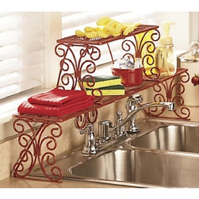 Оригинальный вариант создать прекрасную полку для хранения мелких вещиц около раковины на кухне.