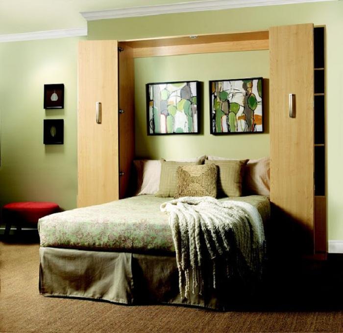 Интересный вариант размещения шкафа около кровати, что не только порадует глаз, но и создаст легкую и необыкновенную обстановку.
