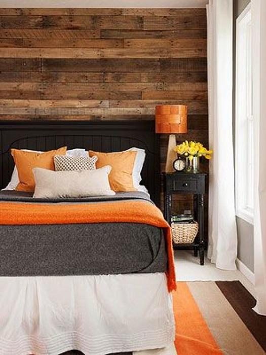 Отменный интерьер создан благодаря добавлению теплых оттенков и деревянным текстурам, что создают атмосферность.