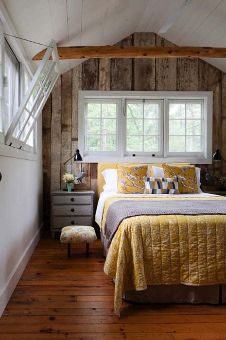 Просто потрясающий интерьер комнаты для сна с интересными деревянными элементами, что выглядят просто прекрасно.