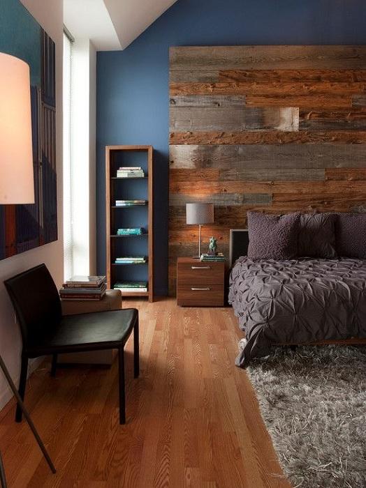 Очень красивый интерьер спальной создан благодаря креативным дизайнерским решениям.