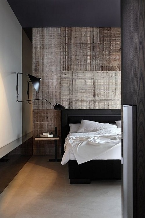 Просто шикарный вариант создать интерьер спальни в промышленном стиле в темных оттенках, то что точно понравится.