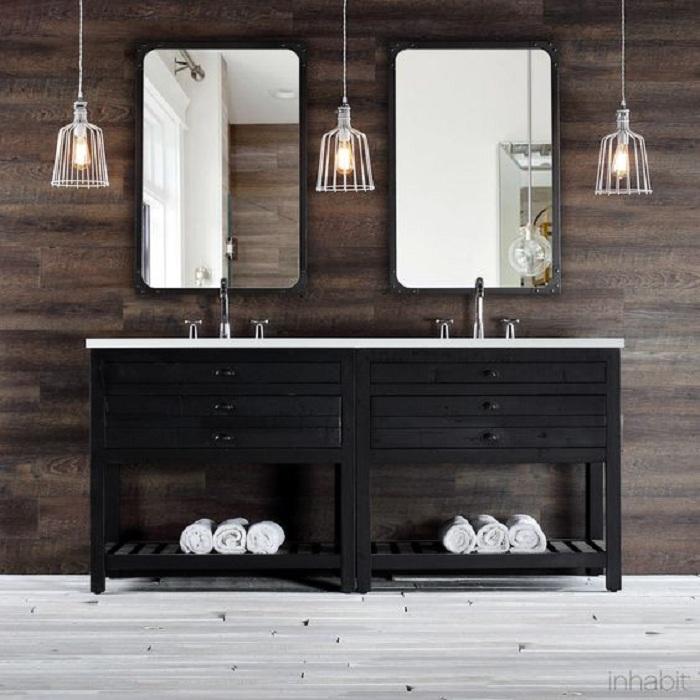 Интересный интерьер комнаты для умывания, интерьер которой диктует просто симпатичная и оригинальная деревянная стена.