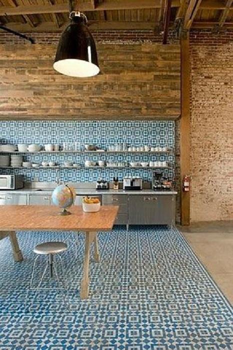 Отличный интерьер кухни преображен благодаря просто стильному и прекрасному решению создать деревянные акценты.