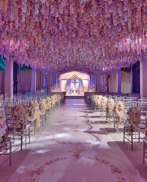 Симпатичный вариант оформления свадебного торжества в сиреневых тонах – что выглядит очень нежно.