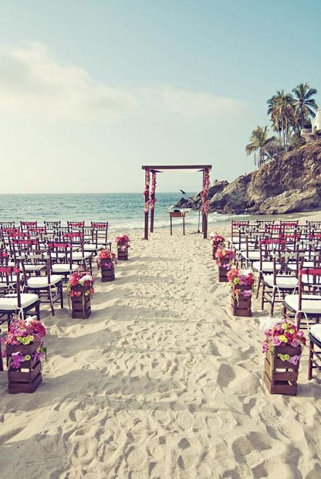 Отличный вариант сыграть свадьбу на пляже – просто и прекрасно.