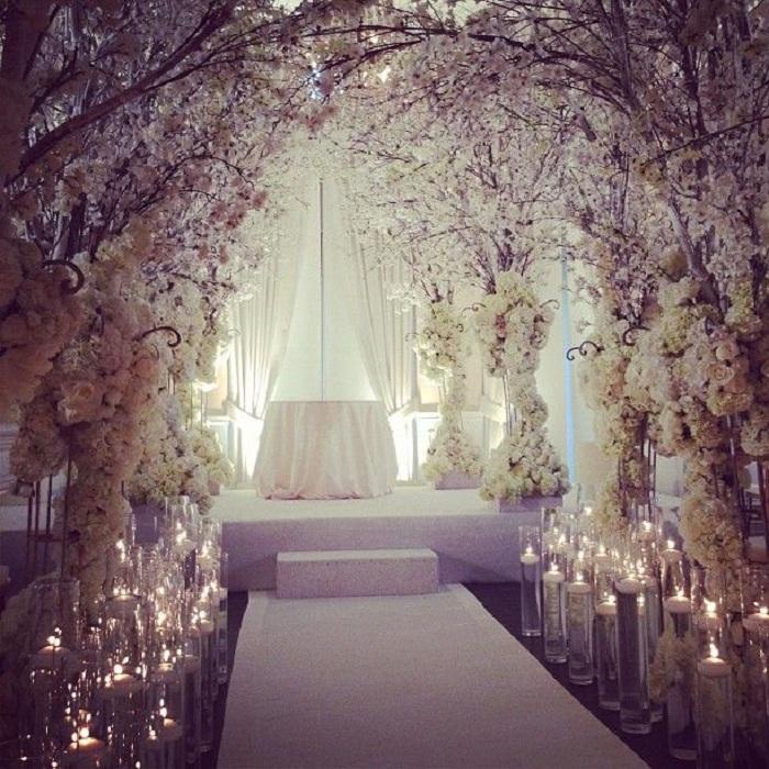 Прекрасная цветочная нежность – то что нужно для интересной свадьбы.