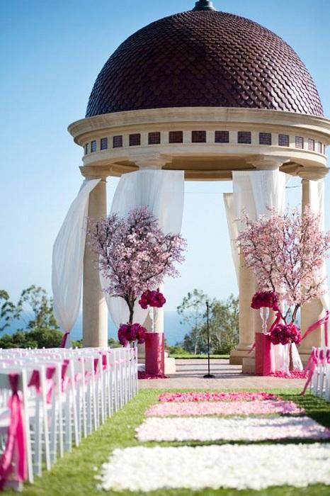 Отличное оформление беседки для свадебных торжеств – то что по-настоящему порадует глаз.