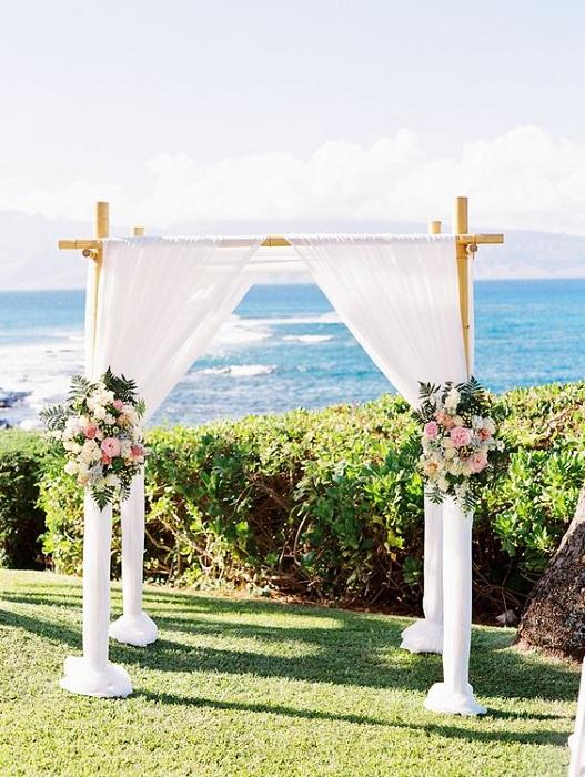 Хороший вариант отметить свадебное торжество на берегу океана или моря.
