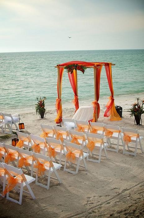 Оранжевые оттенки на свадебной церемонии, то, что порадует глаз и украсит всеобщую атмосферу.