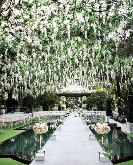 Очаровательный райский сад сделает невообразимую торжественную атмосферу торжественного свадебного пиршества.