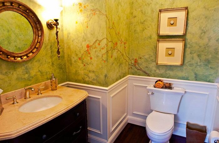 Просто прекрасный вариант преобразить интерьер ванной комнаты за счет оригинальной росписи стены.