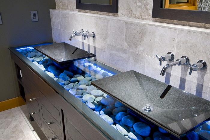 Симпатичное решение для оформления раковин с подсветкой в ванной комнате, что станет просто находкой для любого интерьера.