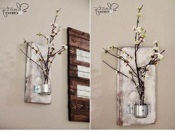 Хороший и очень удачный вариант декорировать стену благодаря размещению на ней мини-вазы.