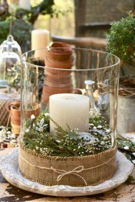 Один из быстрых и простых вариантов, так это создание из вазы подсвечника.