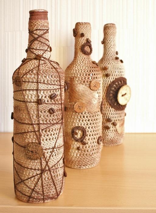 Декорирование бутылок очень интересный и непростой момент, который стоит взять на заметку и по максимуму использовать на практике.