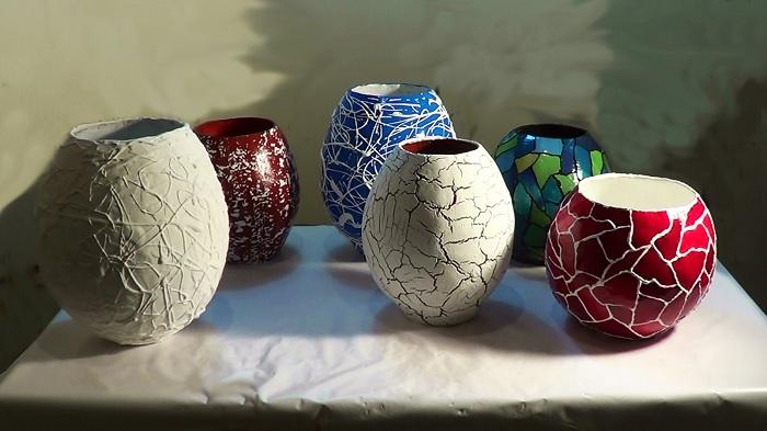 Своими руками возможно декорировать любую из ваз самым разнообразным образом, что точно понравится и вдохновит.