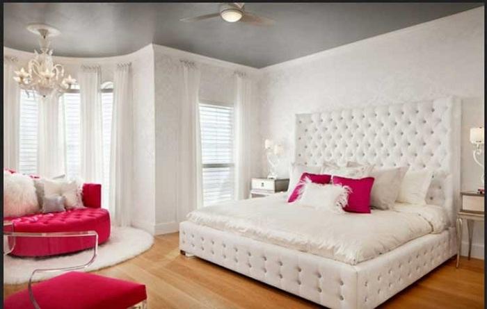 Такая спальня отлично подойдет для молодых девушек, так как в ней уютная обстановка.