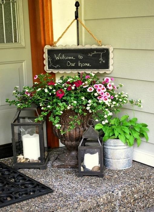 Прекрасный вариант оформления пространства около двери, что станет самым лучшим вариантом декора.