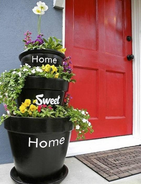 Прекрасный декор входной двери, что станет просто оптимальным вариантом для дома.
