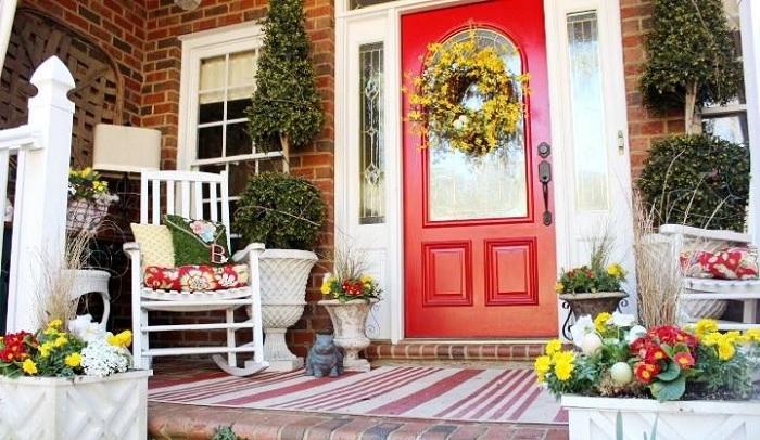 Красивый интерьер веранды при помощи оригинального оформления в ярких и пестрых тонах.