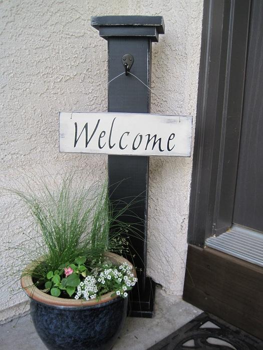 Удачное и оптимальное решение для создания таблички с приветствием, около своей входной двери.
