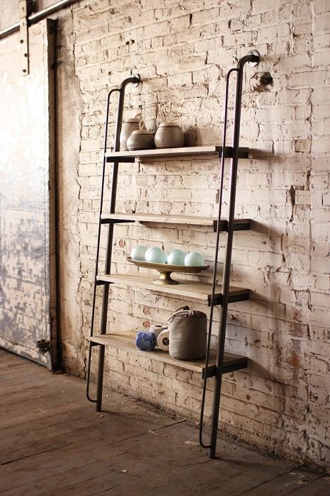 Креативное решение создать крутую полку из труб, что позволит оптимизировать пространство в комнате.