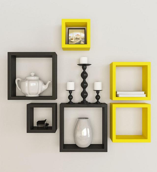 Симпатичное решение преобразить интерьер при помощи черно-желтых полок, что понравятся.