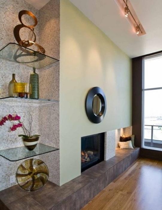 Отличный вариант преобразить комнату за счет прозрачных стеклянных полочек.