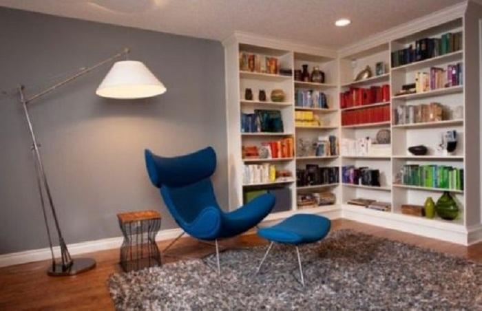Отменное настроение в комнате создано благодаря просто невероятному угловому шкафу.