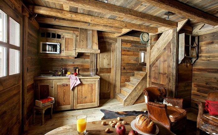 Симпатичный и пожалуй один из самых лучших вариантом оформления комнаты с применением деревянных текстур.