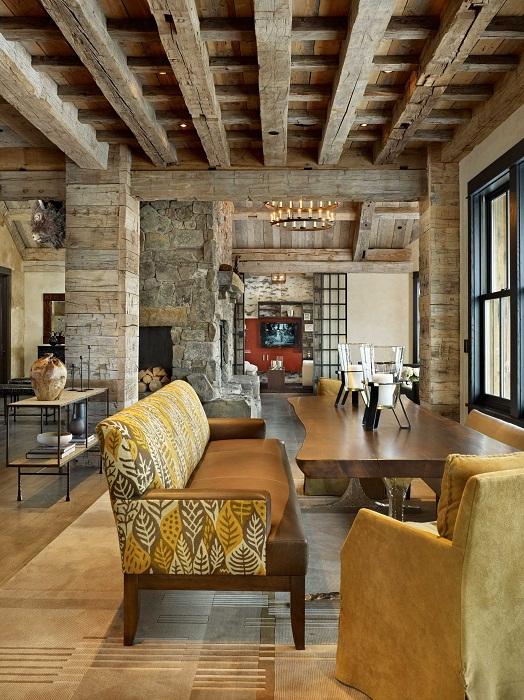 Гостиная оформлена в деревенском стиле, что создает просто необыкновенную обстановку и определенный комфорт.