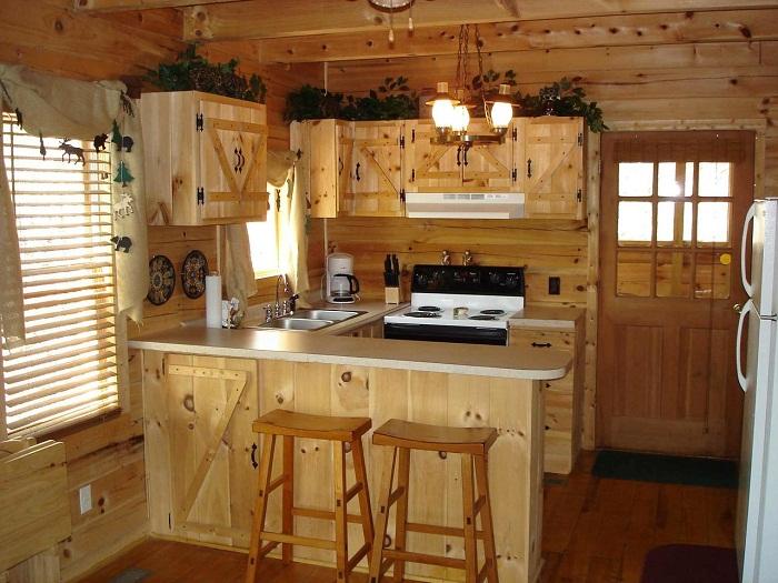 Отличный вариант создать отличное настроение в доме благодаря оформлению кухни в деревенском стиле.