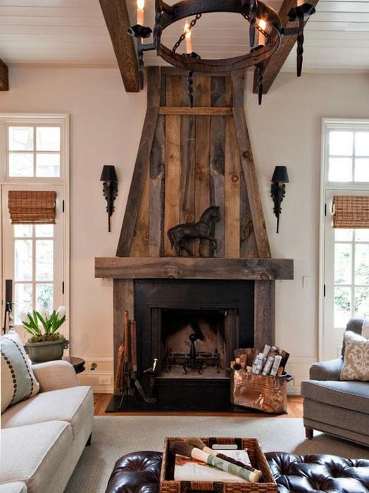 Гостиная украшена различными деревянными элементами, которые и стали основной её особенностью.