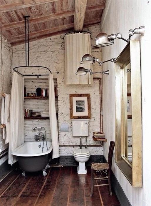 Ванная комната оформлена в деревенском стиле, что создает особенное настроение в комнате такого типа.