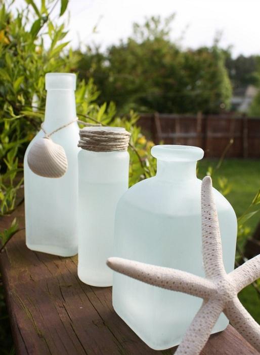 Симпатичные вазы оформлены в морском стиле - очень стильно и удобно.