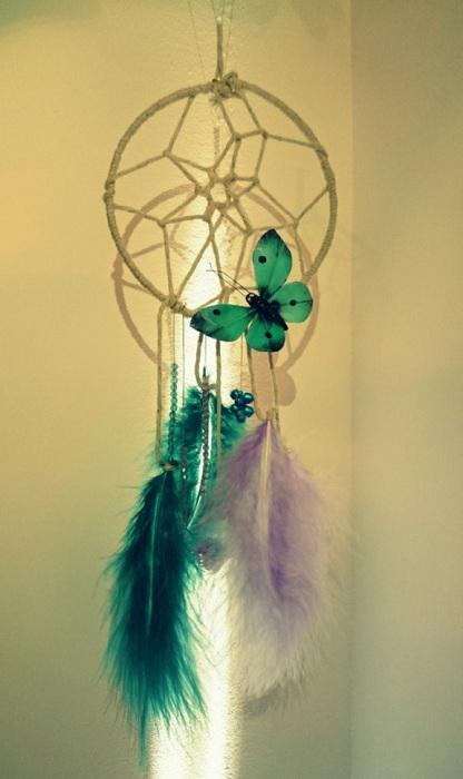 Симпатичный зеленый ловец снов создаст волшебство в комнате в которой расположится.
