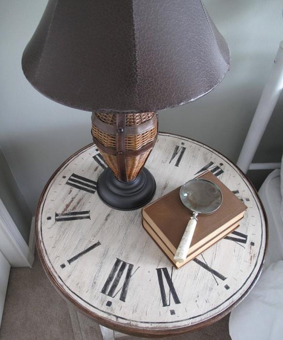 Интересный вариант создать столешницу при помощи старинных часов.