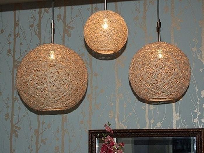 Стильный вариант оформления комнаты при помощи необыкновенных и прекрасных светильников, которые выполнены своими руками.